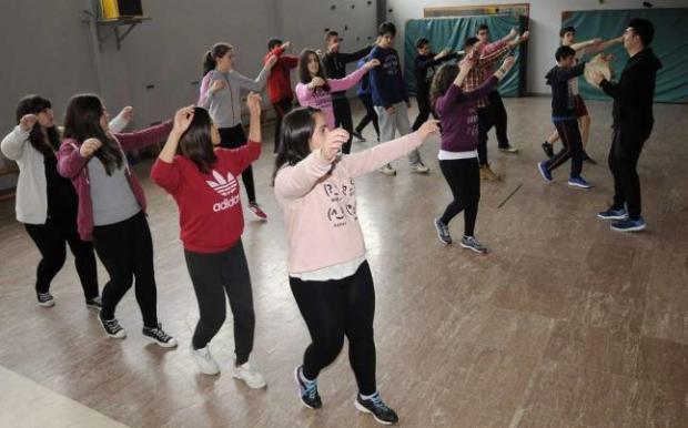 Actualidad Actualidad El baile tradicional vuelve a las aulas